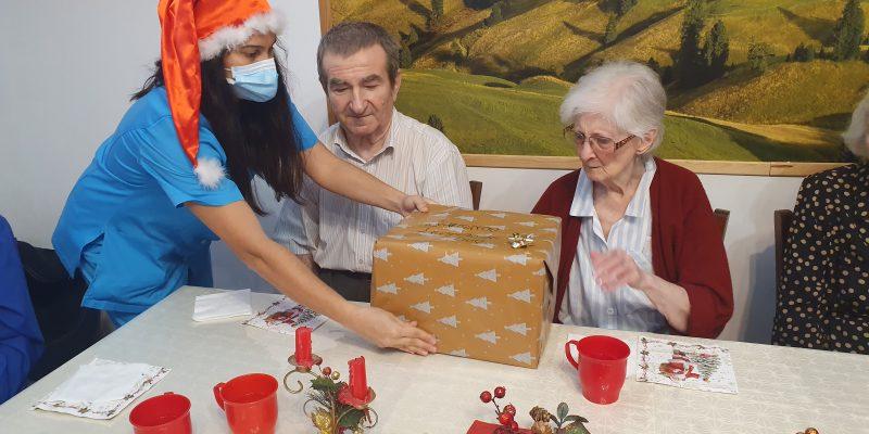 9.35, Deschiderea cadourilor de la Mos Craciun